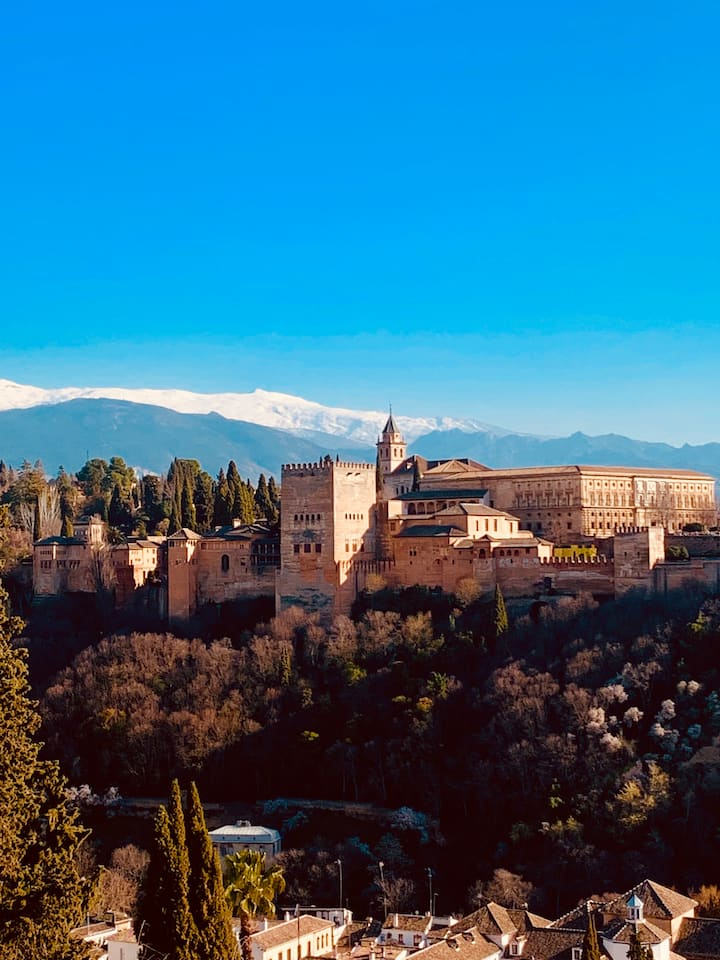 Welcome to our amazing city, Granada