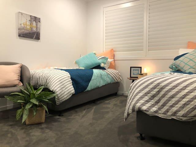 Byron Villa Luxe twin bedroom