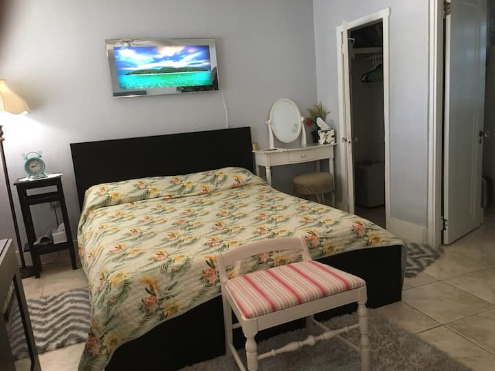 Private. studio-apartment in heart of South tampa