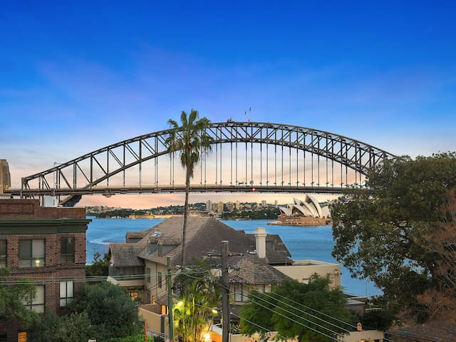 Lux Sydney Studio with Dream Harbour Views - McMahons Point - Appartamento