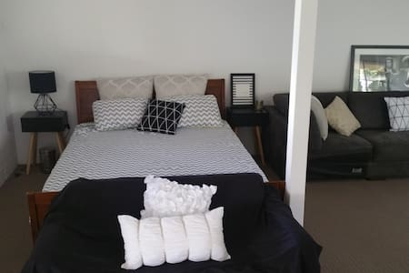 Lovely large private room Bulimba