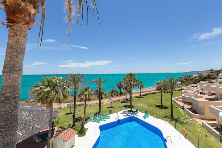Amazing apartment with panoramic sea views, huge terrace, barbecue, Wi-Fi and sun all day long