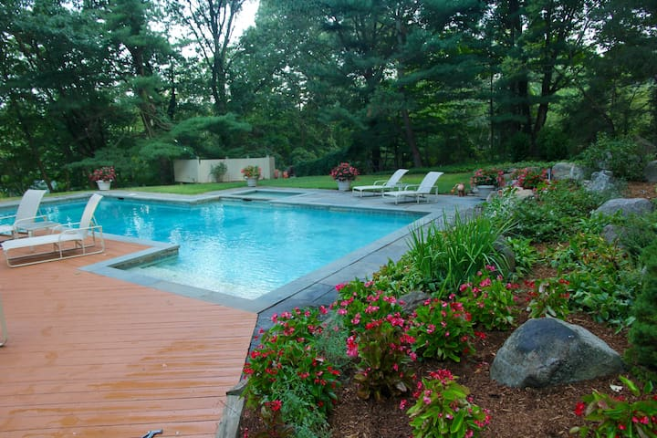 An Oasis in Armonk - Light-filled Contemporary - Armonk - Rumah