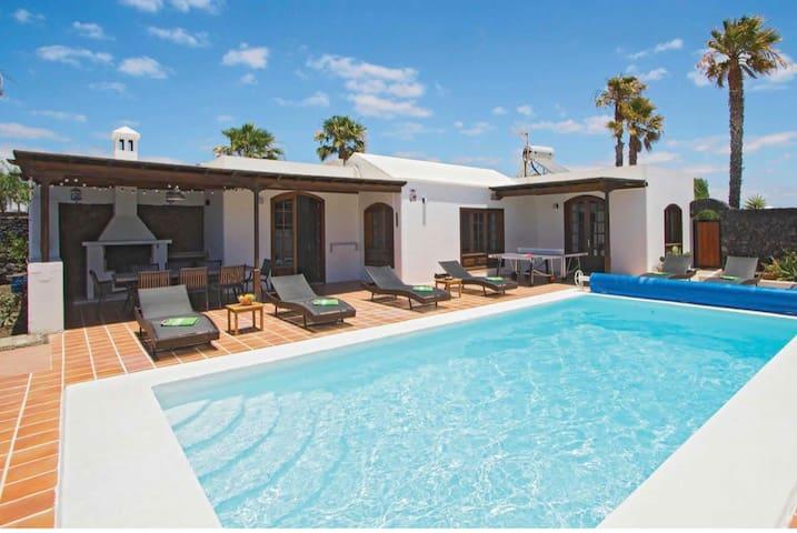 4 Bedroom Luxurious Villa, Puerto Del Carmen