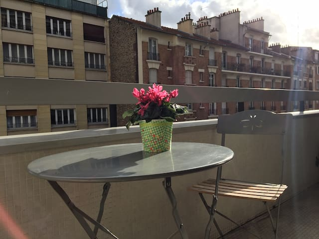 Private suite in apartment in the heart of Paris