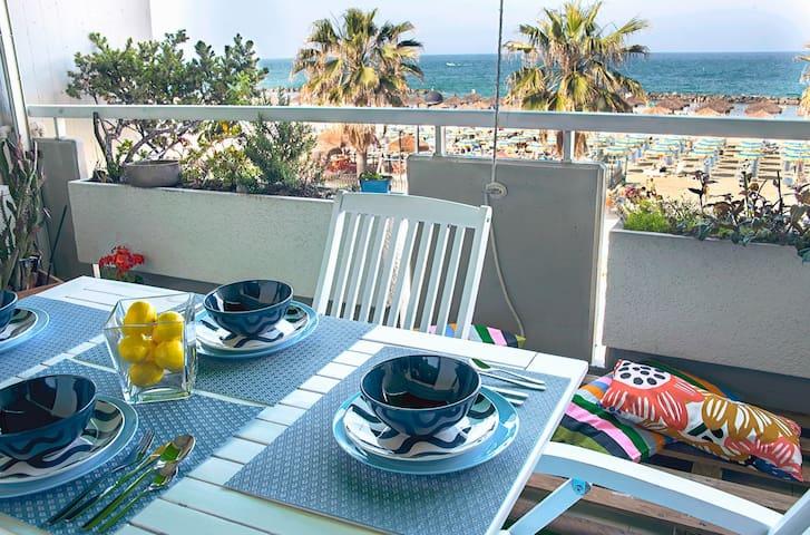 Vista balcone fronte mare