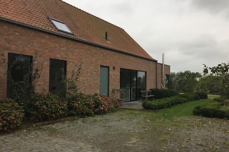 Villa in mooie natuurlijke omgeving - Ház