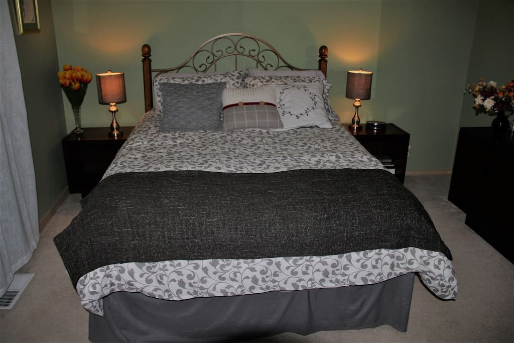 Nw Comfortable Queen Bedroom Houses For Rent In Kent Washington United States