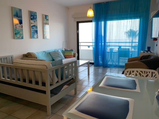 Krasas Beach 2 bedroom Apt with Sea View
