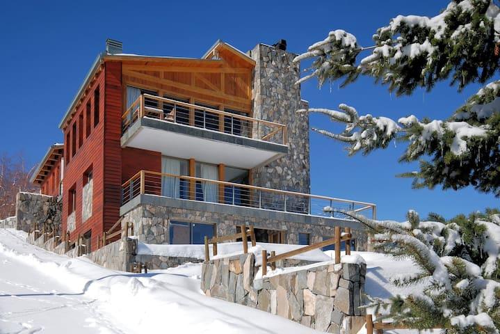Casa Farellones Middle Apartment -for great skiing - Farellones - Bungalo