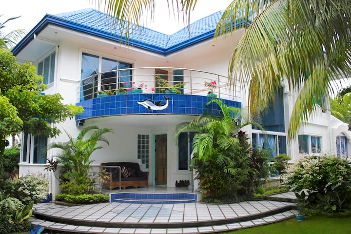 Tropical Hideaway 5 BR 免费接送 - Dumaguete - House