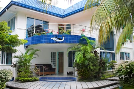 Tropical Hideaway 6 BR and pool