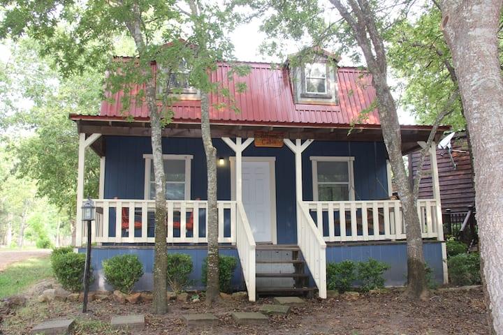 Mendelbaum Winery Almond Cabin