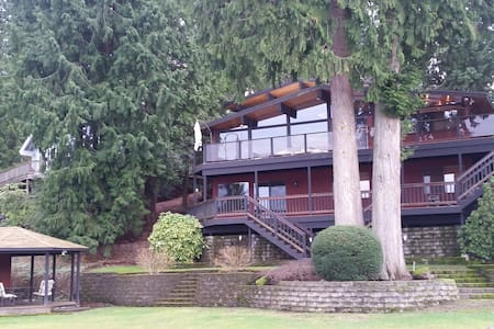 Stunning Pacific NW Lakehouse on 100' waterfront! - Stanwood - Chalet