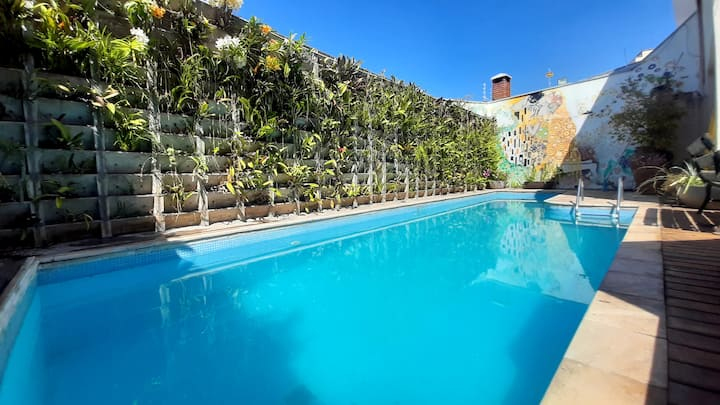 Casa estilosa, piscina com orquídeas, 7 pessoas