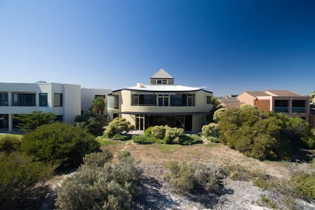 Absolute Beachfront Home - West Lakes Shore - Casa