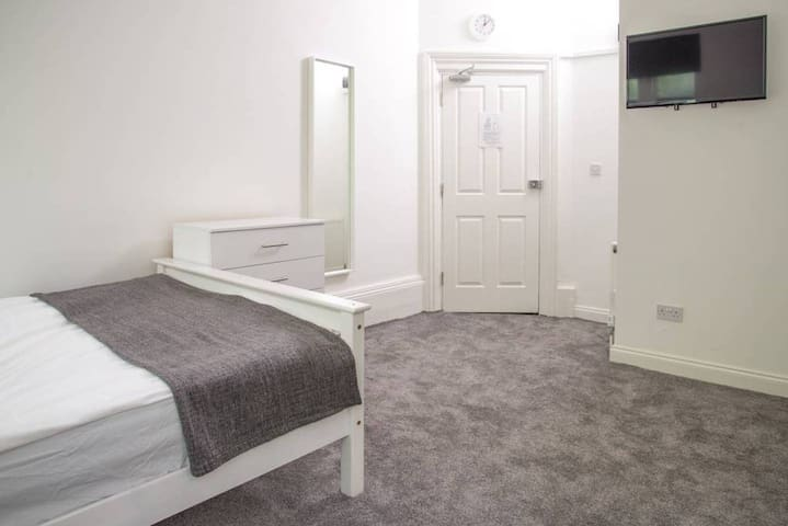 Triple Room -Central London Links, Free WiFi