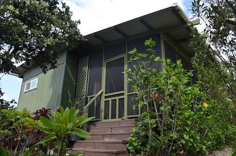 Hawaiian Cabin on Sustainable Farm