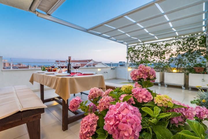 Luxury 3 bedroom penthouse - terrace and city view