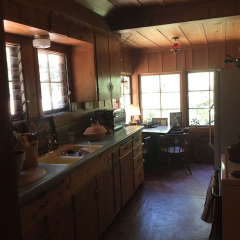 3bedroom Charming Log Cabin with land. Private - Idyllwild-Pine Cove - 一軒家