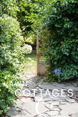 Lawn Cottages - Rose Cottage