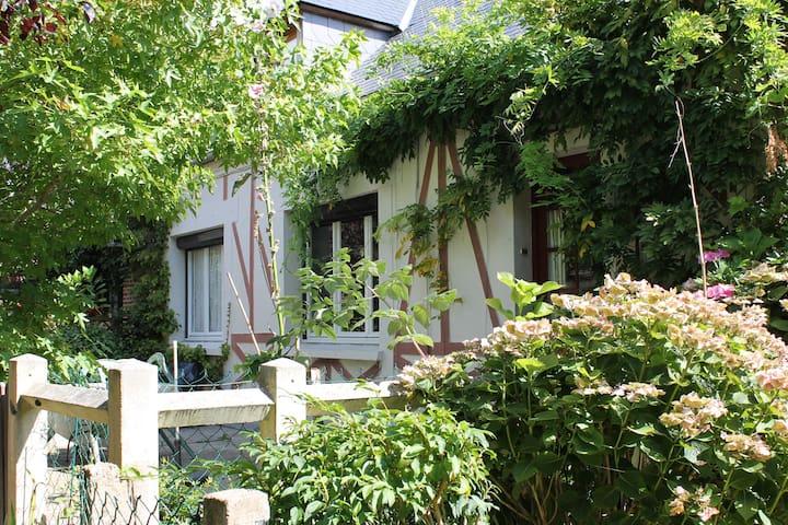LA GLYCINE - Étretat - บ้าน