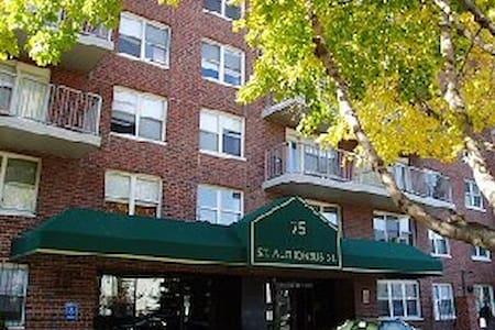 Boston Cozy, safe private room in Longwood area - Boston - Apartment