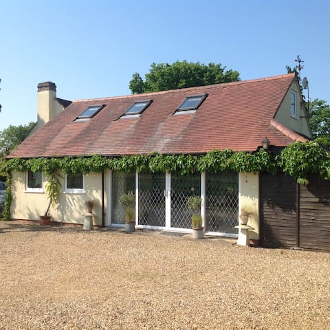 Picturesque country cottage - Earlswood - Huis