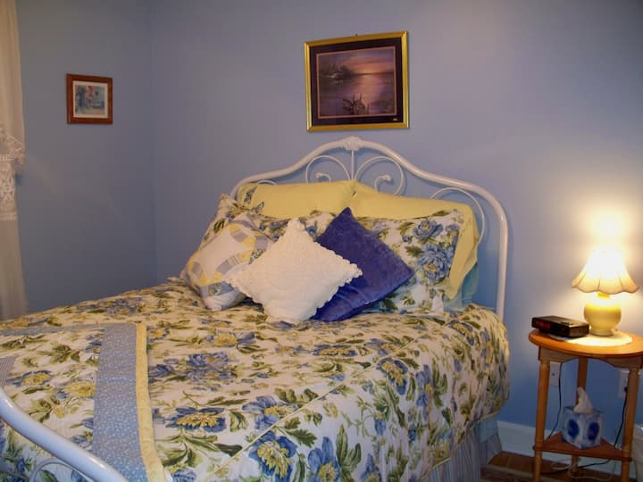 The Stella Rose Bed & Breakfast -Brianna's Room