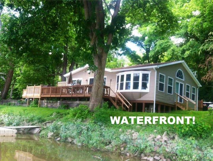 3 Bedroom Waterfront Cottage with Kayaks!