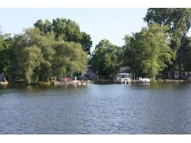 Family-Friendly Lake Winnebago Cottage - Oshkosh - Huis