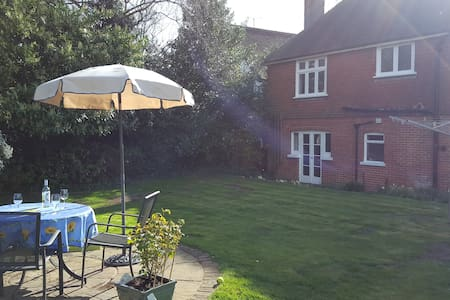 Quiet lovely double room with private lounge & TV - Kennington - Talo