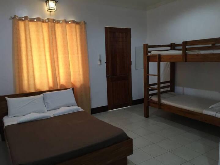 Villa Estela, Family room 1 queen bed, 1 bunk bed,