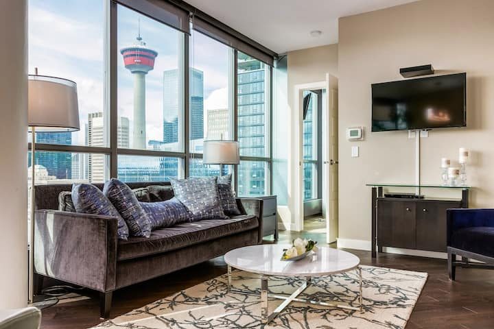 Classy Central Condo With View Of Calgary Tower