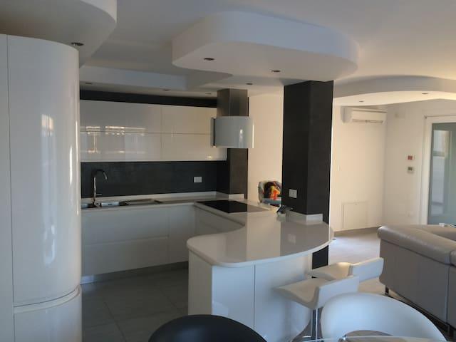 Appartamento Nuovissimo di Lusso Terrazza - San Vito dei Normanni - อพาร์ทเมนท์