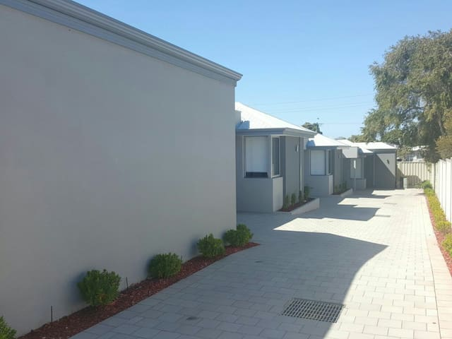 Brand New Room with New Bed - Thornlie - Dom