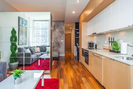 YALETOWN LUXURY PARKVIEW LOFT w/PARKING! - Vancouver