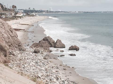 Private & Peaceful Luxurious Malibu Oasis & Beach!