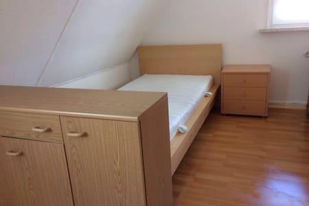 Renoviertes Zimmer in Frauen-WG - Clausthal-Zellerfeld - Leilighet