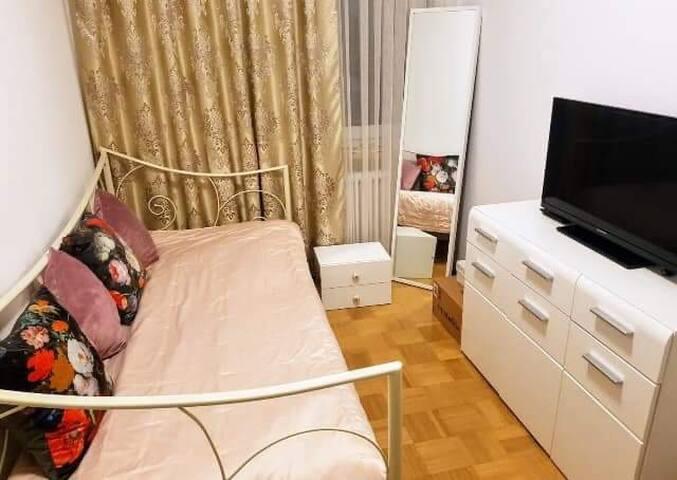 1 Zimmer zum vermieten Am Nymphenburg!!
