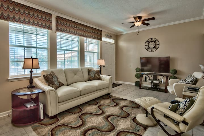 Poinciana  222 ~ 2BR/2BA ~ Minutes to the Sand