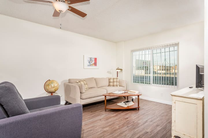 Beautiful 2b Apt Located In The Heart Of Hawthorne