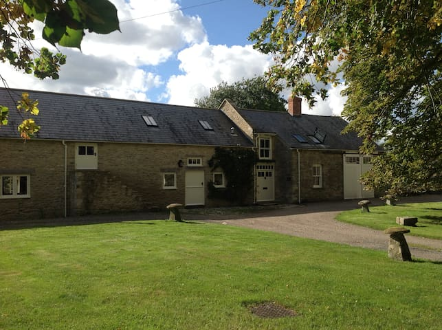 Beautiful converted barn in the Cotswolds - Fairford
