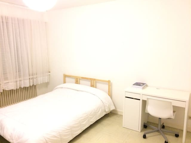 Ideally located room in city center