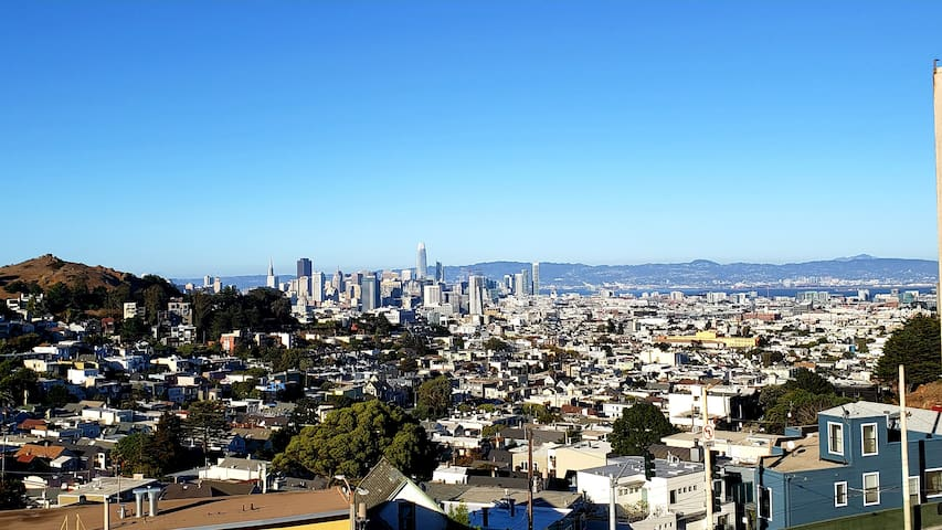 1 Bed, 1 Bath Twin Peaks Lookout w/ City Views