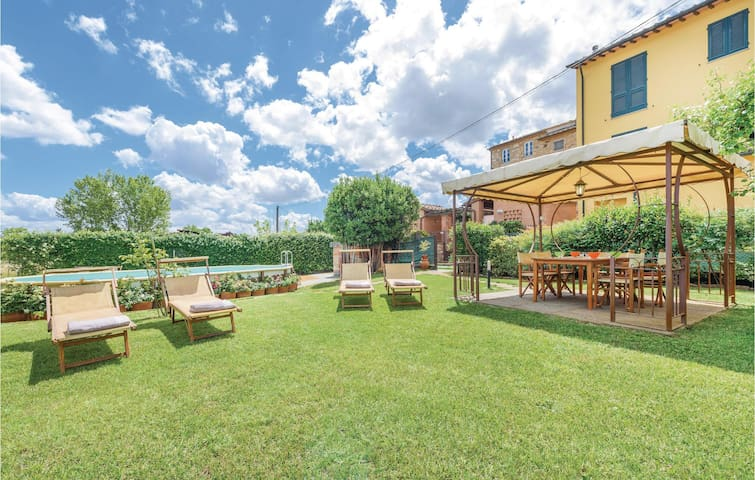 Semi-Detached with 4 bedrooms on 140m² in Capannori LU