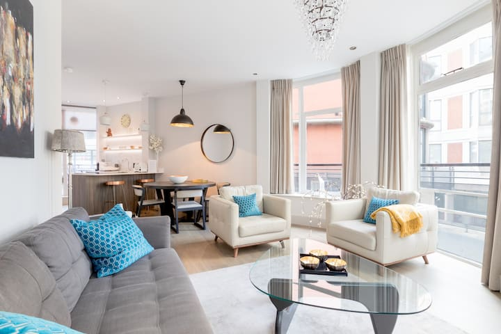 Riverside Luxury Apartment near Tower Bridge