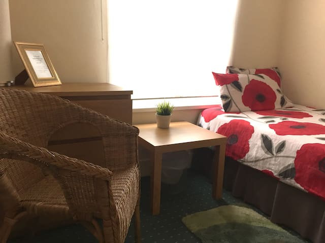 4. SINGLE ROOM NEXT TO CITY CENTER