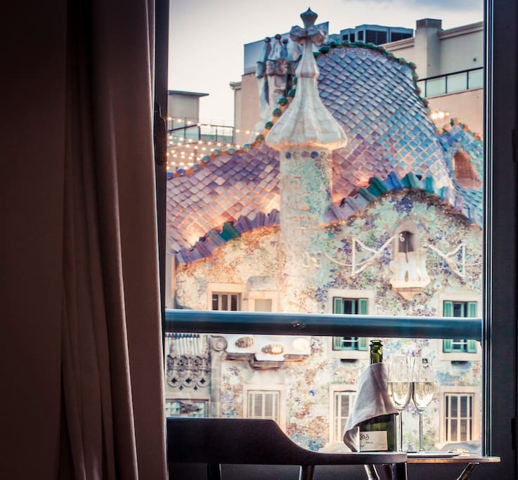 Unique sights to Gaudi´s famous masterpiece, Casa Batllo.