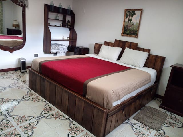 R VII King size bed.